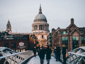 5 Ways to Earn Extra Money While Studying in London